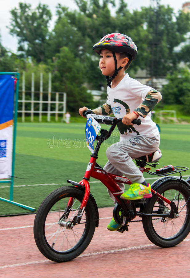 KAZAKHSTAN, ALMATY - JUNE 11, 2017: Children`s cycling competitions Tour de kids. Children aged 2 to 7 years compete in. The stadium and receive prizes stock images