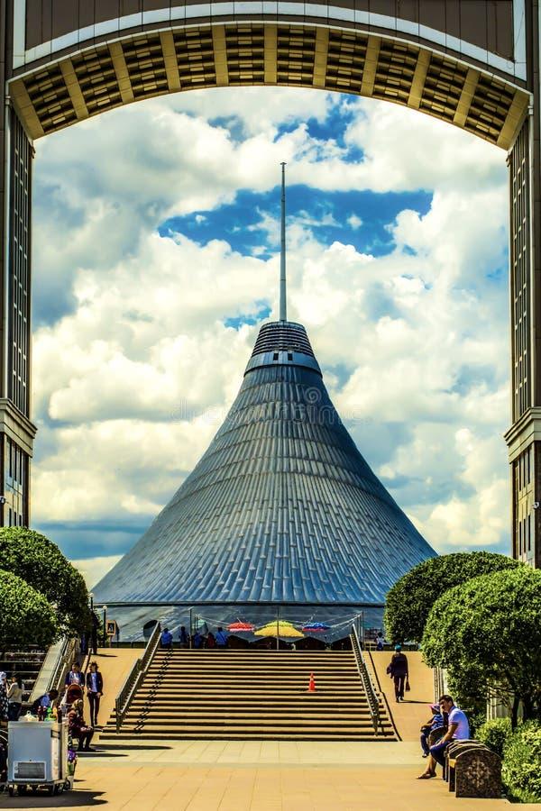 kazakhstan astana Köpcentrum`-Khan Shatyr `, arkivfoto