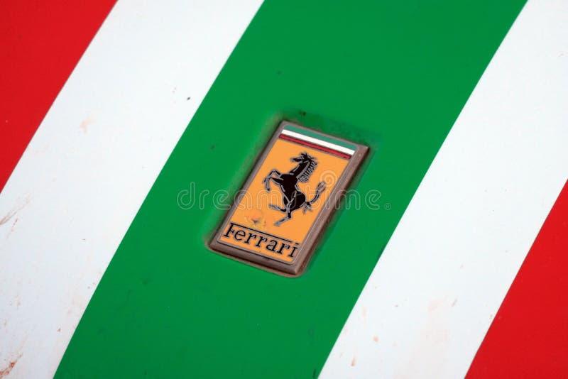 Kazakhstan, Kostanay, 19-06-19, rassemblent Pékin à Paris L'emblème d'une voiture Ferrari de cru Avant en gros plan d'une rétro v photos libres de droits