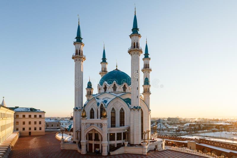 Kazan het Kremlin, de moskee kul-Sharif in de stralen van zonsondergang stock afbeelding