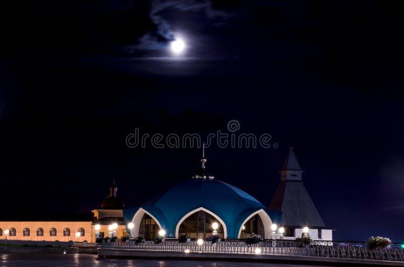 Kazan het Kremlin onder het maanlicht stock foto