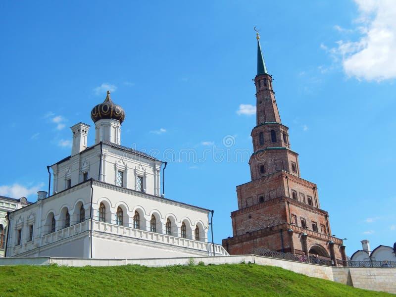 Kazan Kremlin domu kościół i Söyembikä wierza Kazan Kremlin obraz royalty free