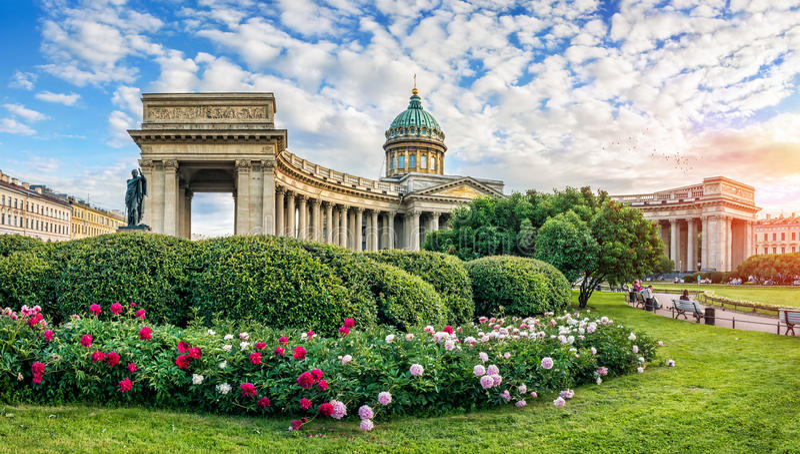Kazan peonie i katedra zdjęcie stock