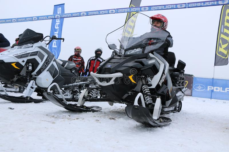 KAZAN, RÚSSIA - 23 DE DEZEMBRO DE 2017: Abertura da estação do inverno em Kazan Ring Canyon - livre a feira automóvel aberta - ex foto de stock royalty free