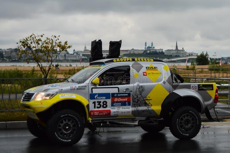 KAZAN, RÚSSIA - 9 DE JULHO DE 2016: Carros de esportes antes do início da primeira fase especial da reunião de seda 2016 da manei imagens de stock royalty free