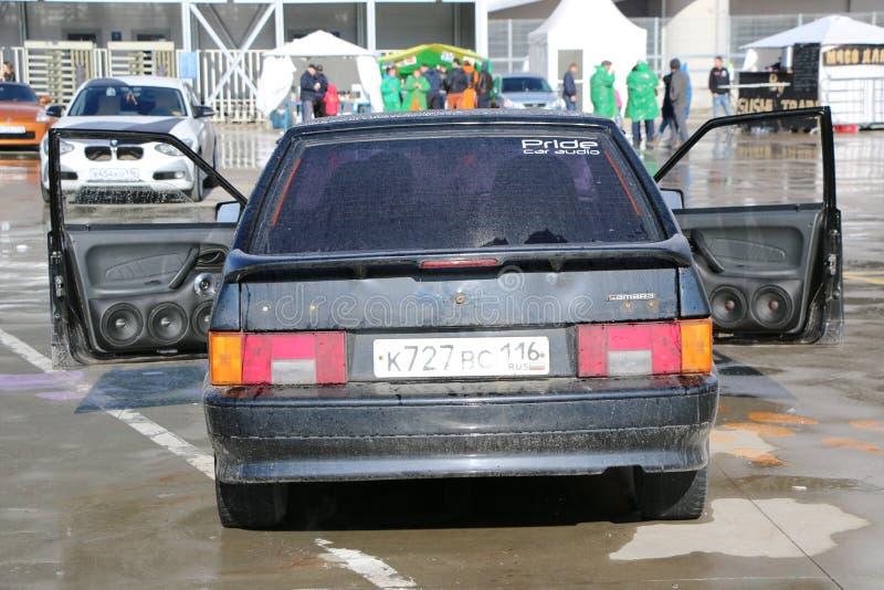KAZAN, RÚSSIA, O 29 DE ABRIL DE 2018: Feira automóvel - auto som 2018 fotografia de stock royalty free