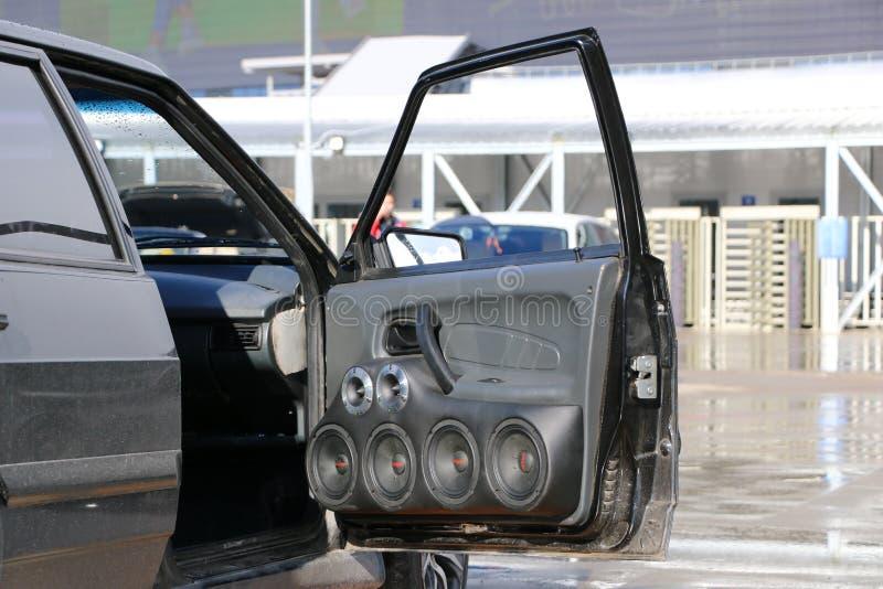 KAZAN, RÚSSIA, O 29 DE ABRIL DE 2018: Feira automóvel - auto som 2018 foto de stock
