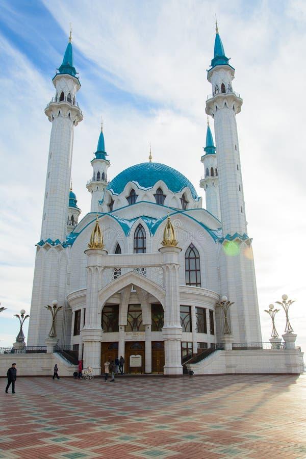 Kazan, república de Tartaristão, Rússia Vista do Kremlin de Kazan com mesquita de Qolsharif no centro fotografia de stock royalty free