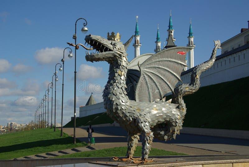 KAZAN, REPUBLIEK TATARSTAN, RUSLAND - mag, 2014: Metaalbeeldhouwwerk royalty-vrije stock fotografie