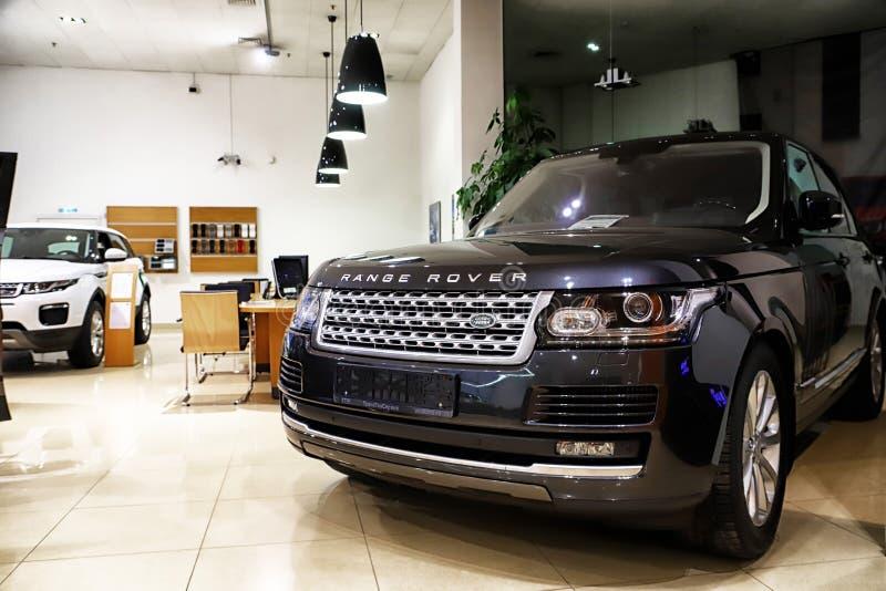 Kazan Rosja, Maj, - 18, 2018: Samochód w sala wystawowej przedstawicielstwo handlowe Range Rover w Kazan mieście obrazy stock