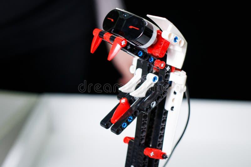 Kazan, Rosja Marzec, 2018: Set mali antyczni roboty przy powystawowym ` miastem robotów ` fotografia stock