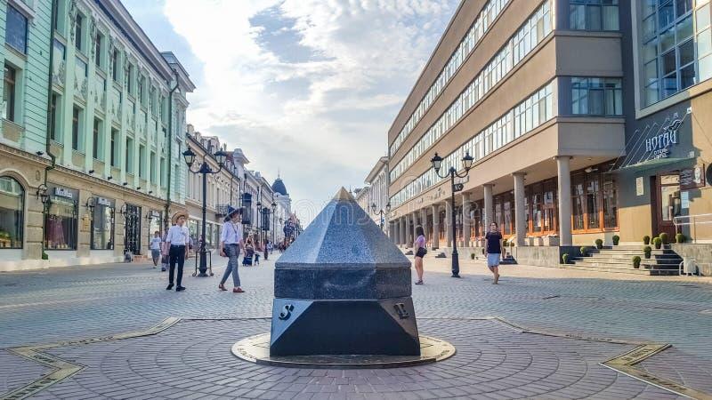 Kazan, rua de Bauman, quilômetro zero, meridiano, umbigo da terra imagens de stock