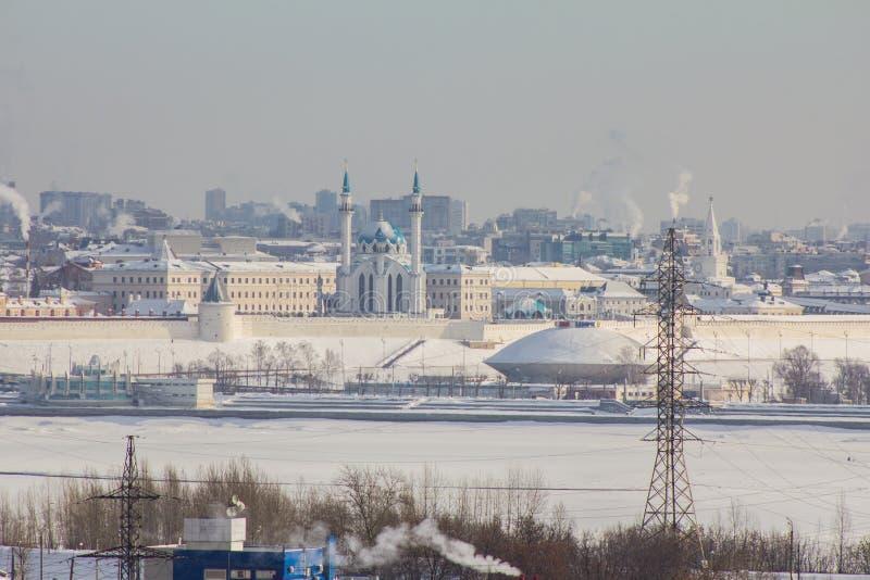 Kazan, Rusland, 9 februari 2017 - Kazan, Republiek Tatarstan, Rusland Mening van Kazan het Kremlin van industriezone van royalty-vrije stock afbeeldingen