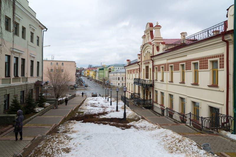 Kazan, Russia - 25 marzo 2017 Il dipartimento di politica edilizia nel centro storico della città è via di Mislavsky immagini stock