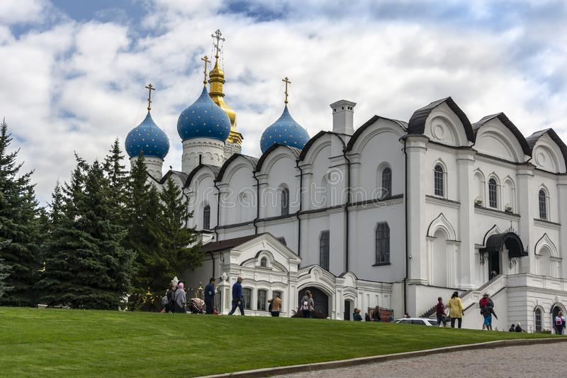 Kazan, Russie - 9 août 2018 : La belle cathédrale d'annonce de blanc-pierre de Kazan Kremlin est la première église orthodoxe photo stock