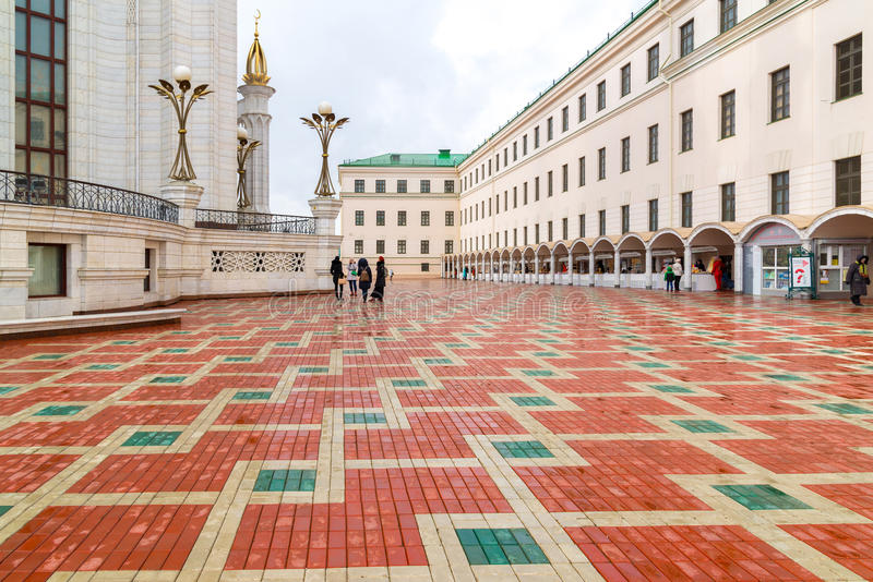 Kazan Ryssland - mars 26 2017 Fyrkanten framme av den Kul Sharif moskén royaltyfri bild