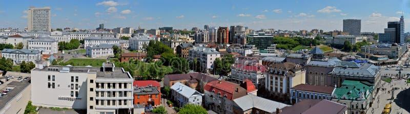 Kazan, Tartaristão, Rússia - 28 de maio de 2019: Panorama da manhã de Kazan da altura da torre de sino do esmagamento fotos de stock royalty free