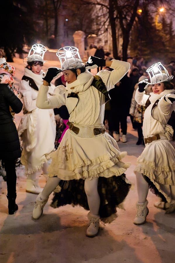 Kazan, Tatarstan/Rusland - 12 29 2017: Het vermaak van ` Remue Menage ` toont De Franse groepwerken in circus, dans en muziek royalty-vrije stock afbeeldingen