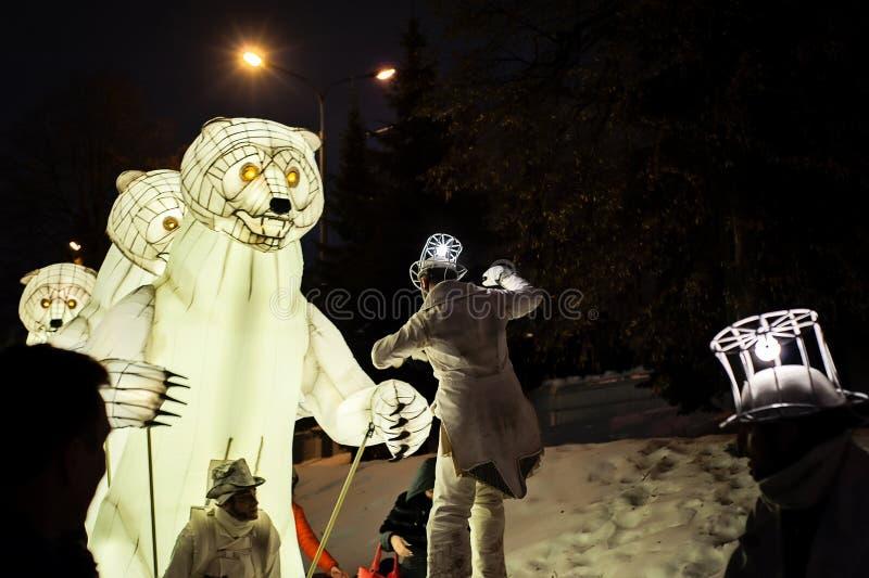 Kazan, Tatarstan/Russie - 12 29 2017 : Le spectacle de ` de ménage de Remue de ` La troupe française fonctionne dans le cirque, l photos libres de droits