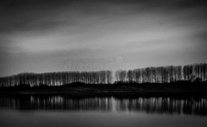 Kazanlak, Болгария, запруда Koprinka, фотография ночи стоковое изображение rf