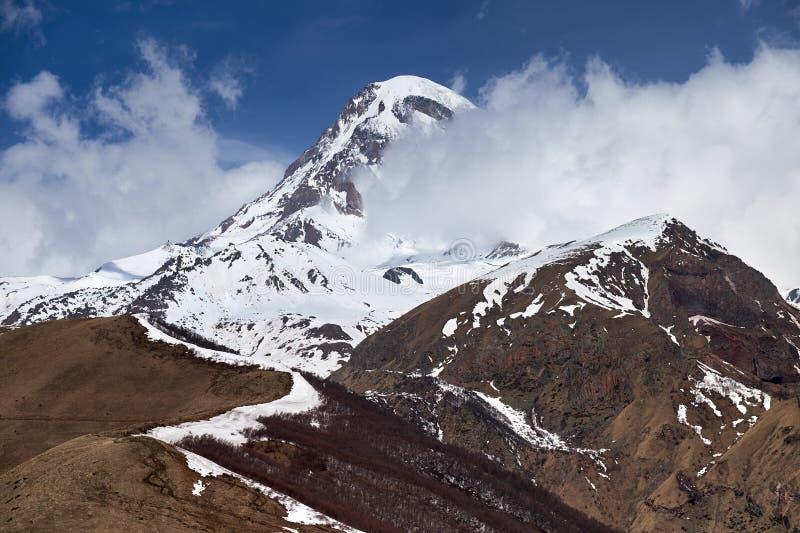 Kazbek halny szczyt w chmurach obraz royalty free