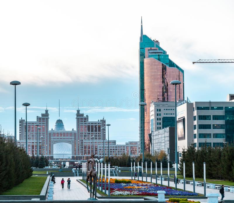 05 10 KazMunaiGas 2011 et tour de transport au boulevard de Nurzhol, Nur-sultan, Astana ; Kazakhstan photo stock