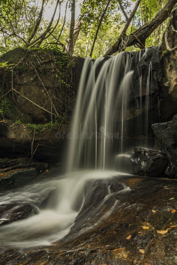 Kbal Spean vattenfall i Cambodja berg royaltyfri bild