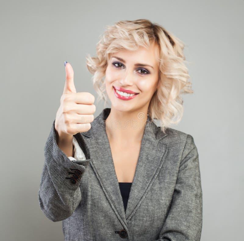 Kciuk w górę ręki szczęśliwy bizneswoman fotografia royalty free