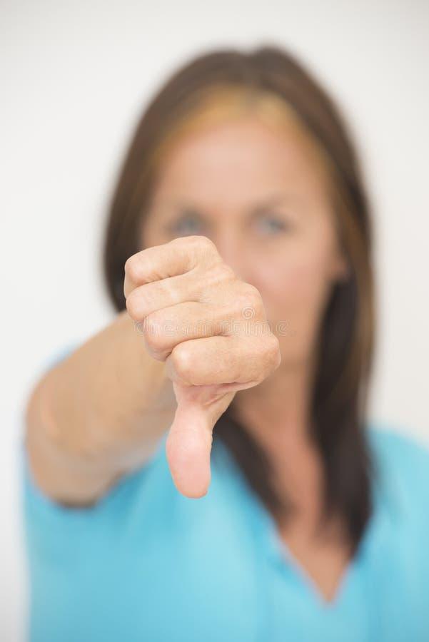 Kciuka puszka gest negatywna kobieta obraz stock