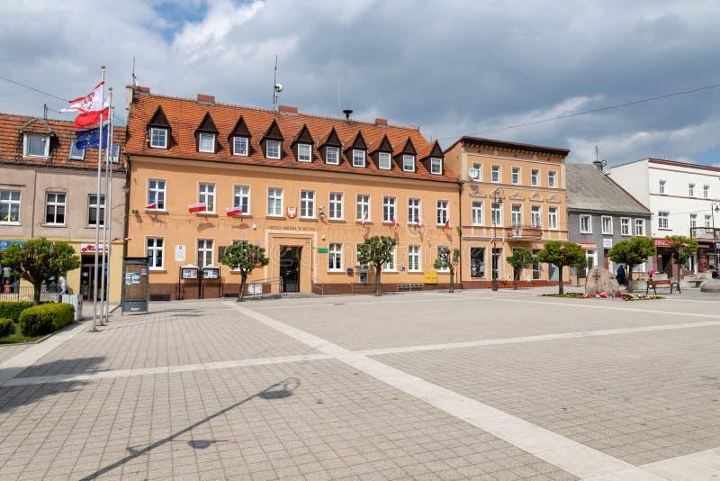 Kcynia, kujawsko-pomorskie/Polônia - maio, 8, 2019: Um arranjo histórico das ruas na Europa Central Centro de uma cidade pequena  imagem de stock royalty free