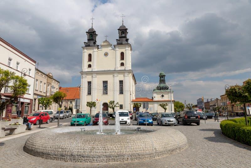 Kcynia, kujawsko-pomorskie/Pol?nia - maio, 8, 2019: Um arranjo hist?rico das ruas na Europa Central Centro de uma cidade pequena  fotos de stock