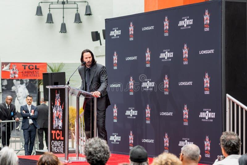 Keanu Reeves O Handprints e as pegadas do ator cimentados no bulevar de Hollywood imagens de stock royalty free