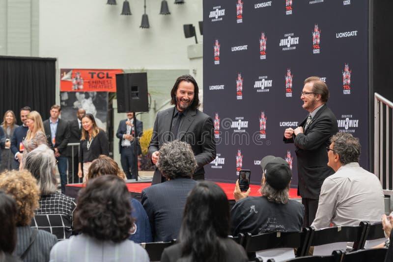 Keanu Reeves O Handprints e as pegadas do ator cimentados no bulevar de Hollywood fotos de stock royalty free
