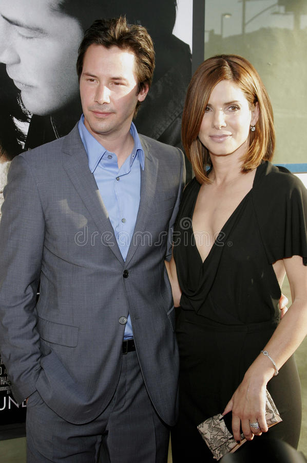 Keanu Reeves y Sandra Bullock fotos de archivo