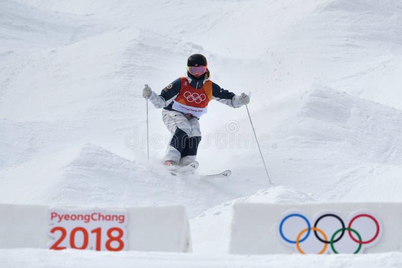 Keaton McCargo der Vereinigten Staaten konkurriert in der Damen ` Mogul-Qualifikation an den 2018 Winter Olympics lizenzfreies stockfoto