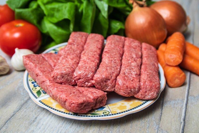 Kebab的肉末准备好烤肉 库存图片
