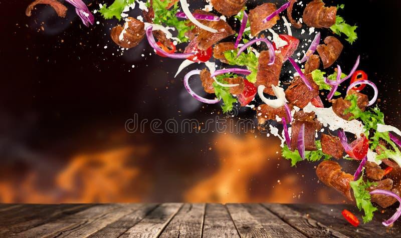 Kebabów składniki z latającymi składnikami zdjęcie royalty free