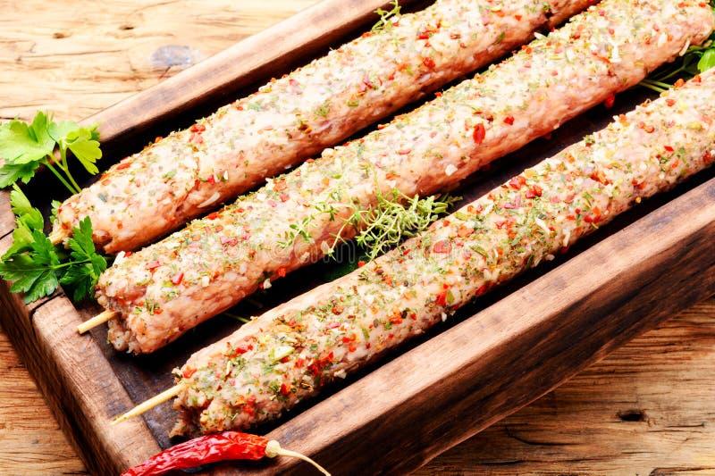 Kebab του αρνιού με τα χορτάρια στοκ εικόνα