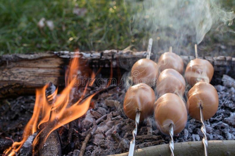 Kebab - ψημένο στη σχάρα κρέας Προετοιμασία bbq shish kebab στοκ εικόνα με δικαίωμα ελεύθερης χρήσης