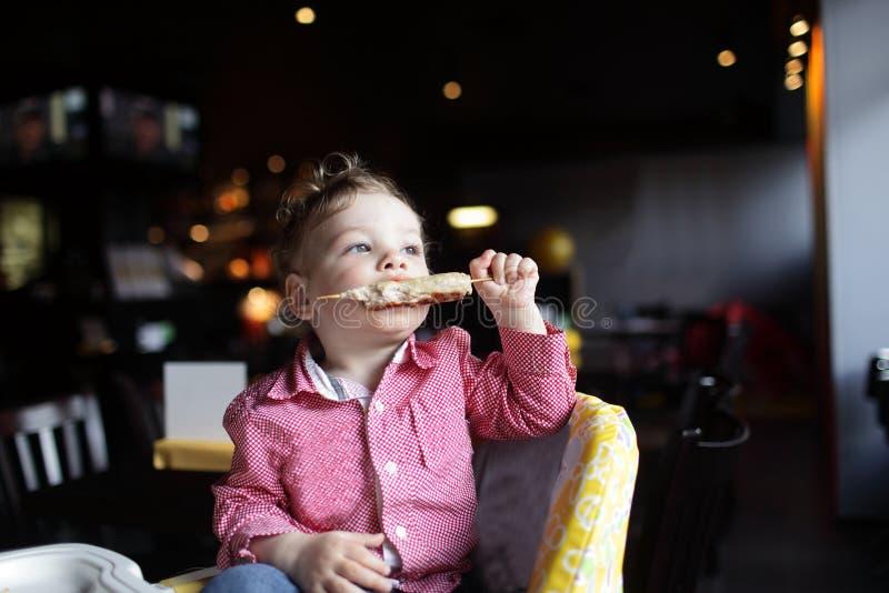 Kebab ребенка сдерживая стоковая фотография