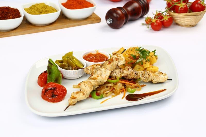 Kebab цыпленка на протыкальнике стоковые изображения rf
