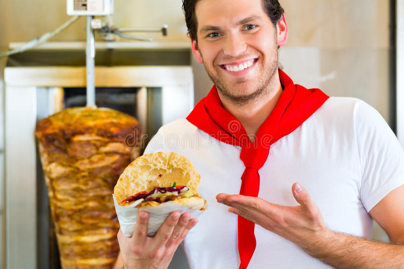 Kebab -与新鲜的成份的热的Doner 库存照片