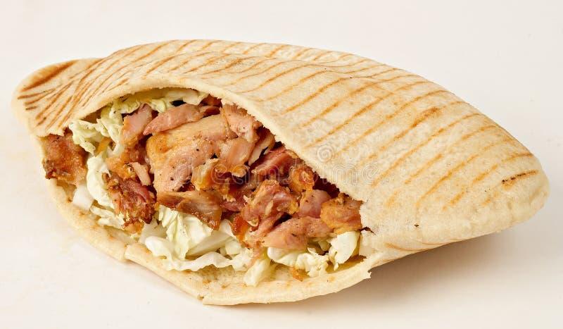 Kebab -有新鲜的成份的热的电罗经 免版税库存照片