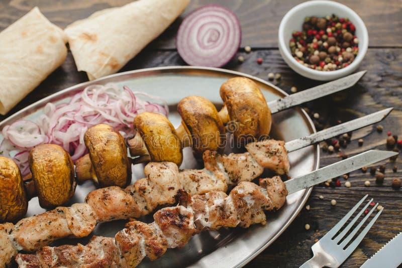 Download Kebab 库存照片. 图片 包括有 柠檬, 烹调, 片式, 部分, 格栅, 棍子, 背包, kebab - 72358040