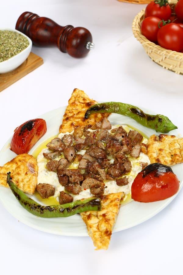 Kebab asado a la parilla de la carne imagenes de archivo