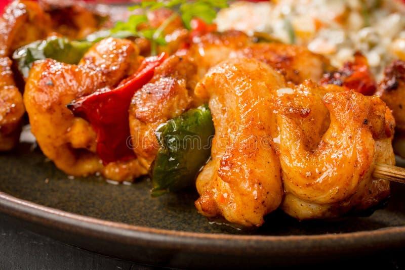 Kebab - carne arrostita ed insalata delle verdure fotografie stock