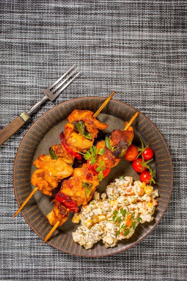 Kebab - carne arrostita ed insalata delle verdure immagini stock libere da diritti