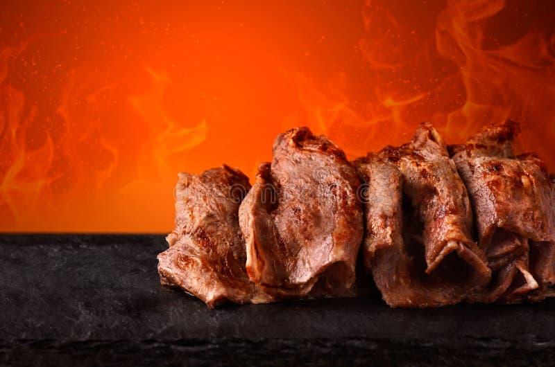 Kebab de Doner con el fuego fotos de archivo