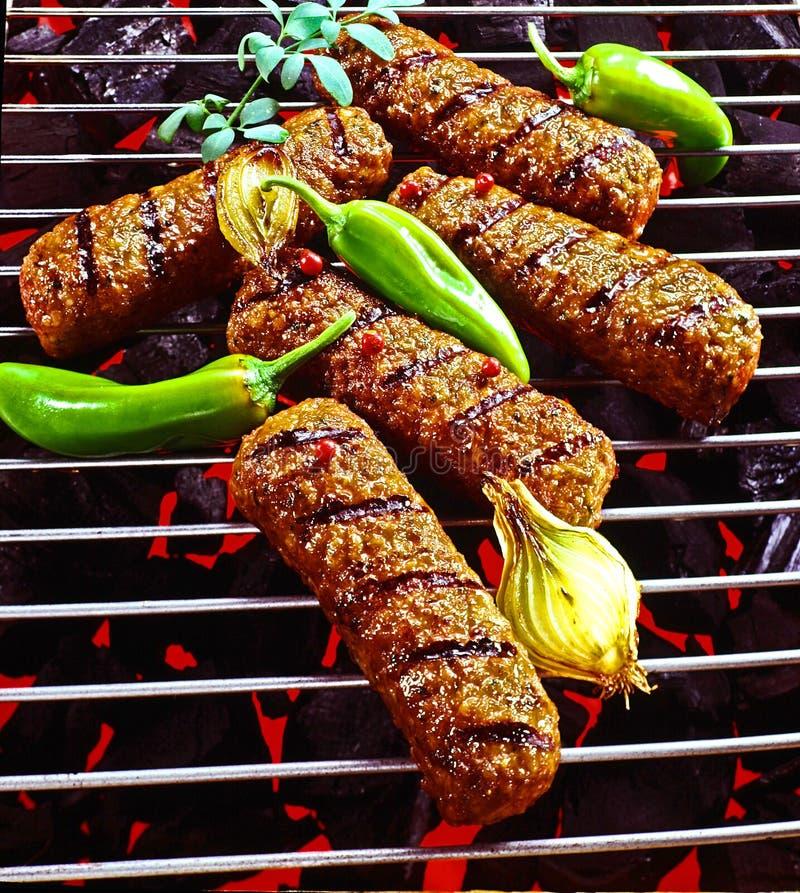 Kebab del manzo del barbecue sulla griglia calda Closup immagini stock libere da diritti