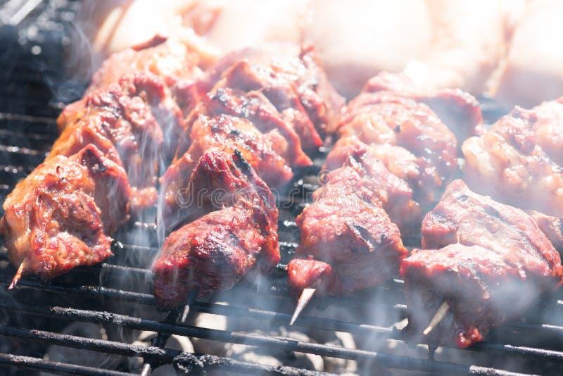 Kebab del manzo sulla griglia immagine stock libera da diritti